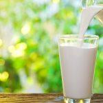 Enam Cara Mudah Kenalkan Susu Sapi Pada Balita