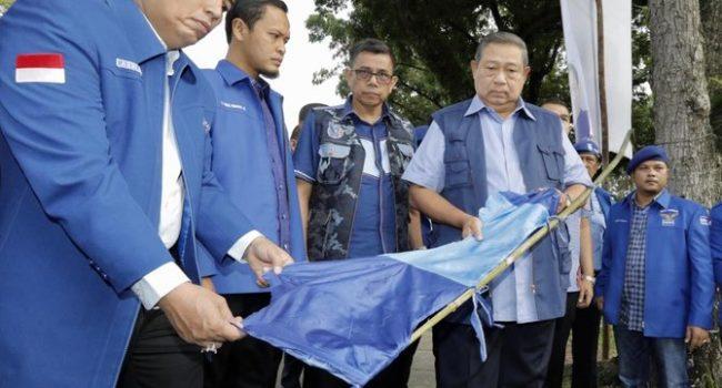 SBY lihat bendera Demokrat di Pekanbaru dirusak