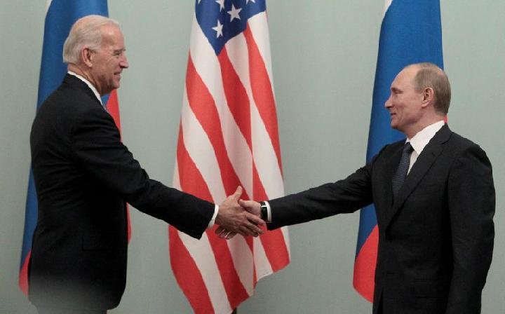 Joe Biden dan Vladimir Putin