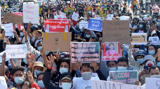 Ribuan Demonstran