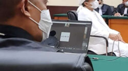 Kuasa Hukum Rizieq Putar Video Jokowi di Maumere & TikTok Bima Arya