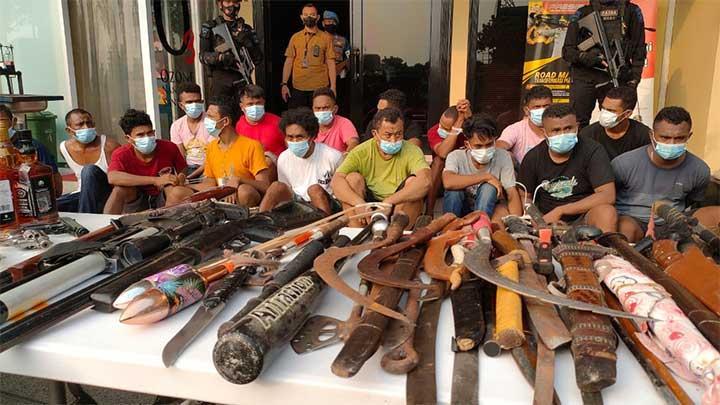Polisi Bongkar Rumah Bedeng Sarang Narkotika di Kampung Ambon