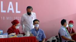Presiden Jokowi saat meninjau pelaksanaan Vaksinasi Gotong Royong