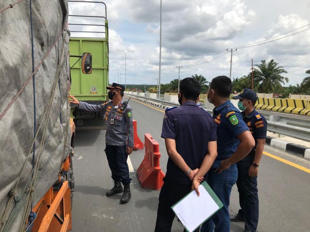 Dinas Perhubungan Provinsi Riau Menilang 53 Truk