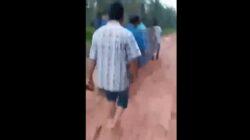 Viral Video Tandu Jenazah Pakai Sarung Lewat Jalan Berlumpur di Dumai