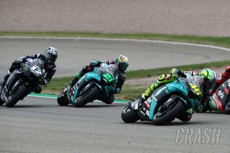 Valentino Rossi dan Maverick Vinales Tertahan Pembalap Lain