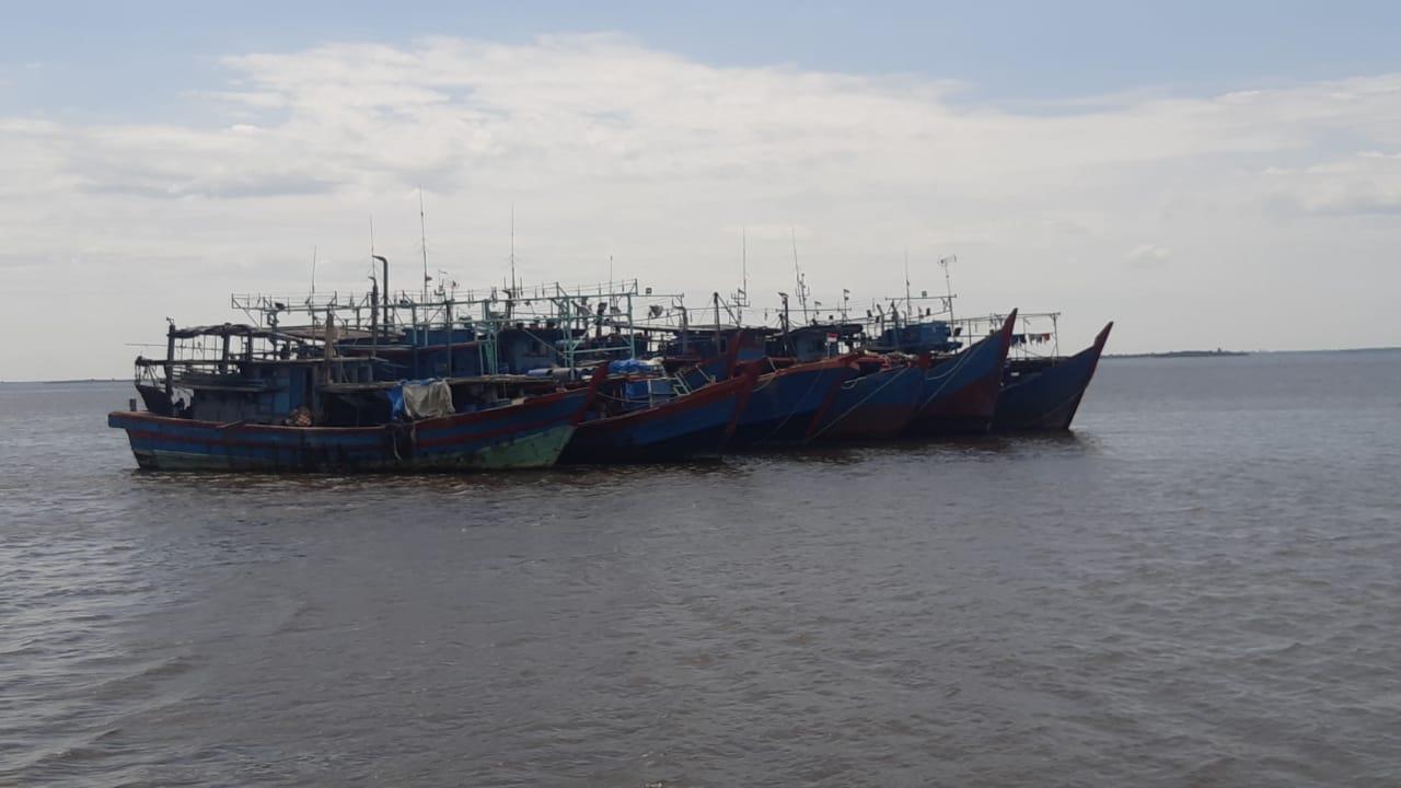 Petugas KKP Tangkap 7 Kapal Pukat Harimau Ilegal Asal Sumut di Rohil