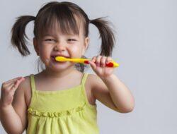 Cara Tepat Mengajari Anak Menyikat Gigi agar Tumbuh Sehat dan Kuat