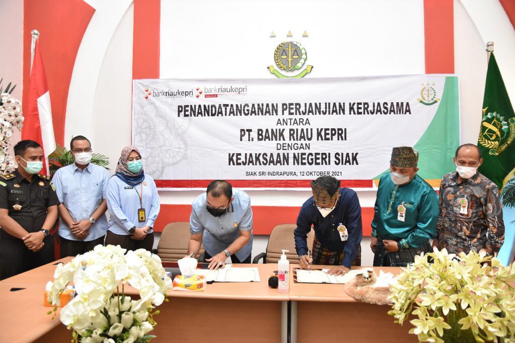 Bank Riau Kepri Teken MoU Bidang Datun dengan Kejari Siak